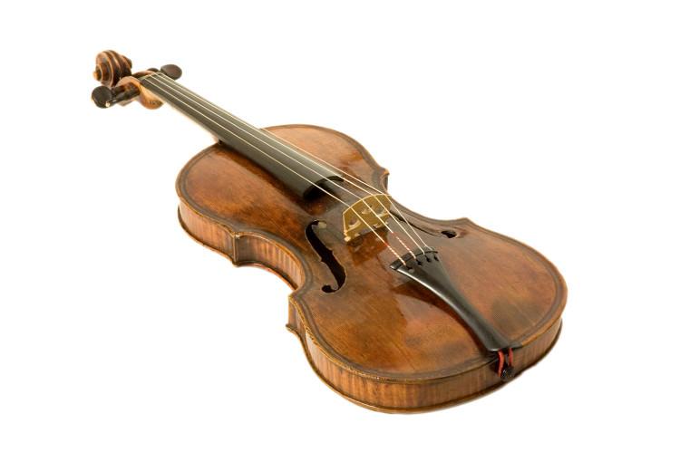M2655_-_violin_-_Giovanni_Paolo_Maggini_-_före_1700_-_foto_Sofi_Sykfont